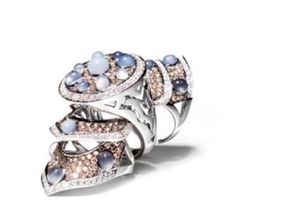 design senza tempo 7ebb4 fef7e Grimoldi, gioielli per donne